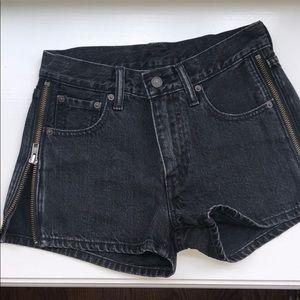 NWOT Levi's Zip Up Black Denim Shorts